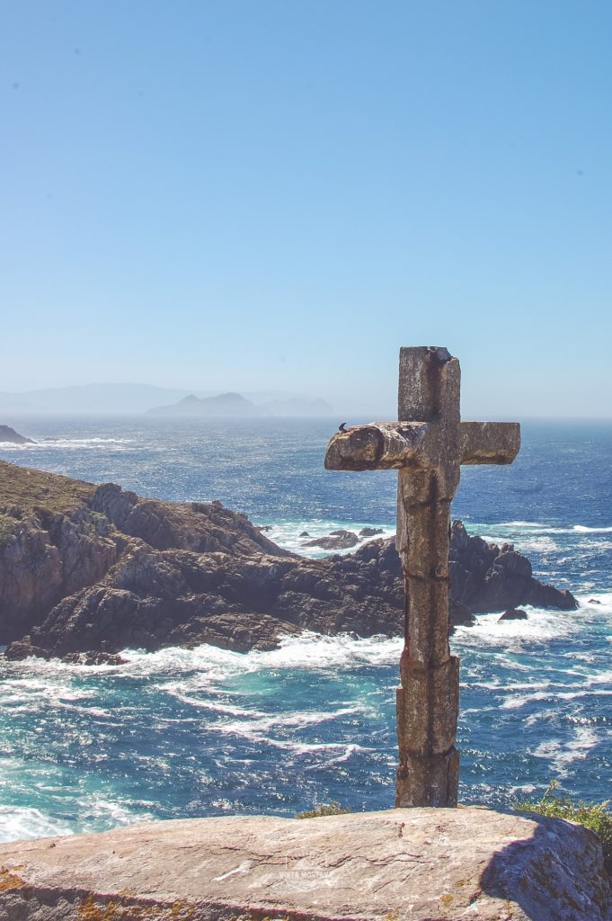 Cruz de Ons, en homenaje a las vidas perdidas en el mar