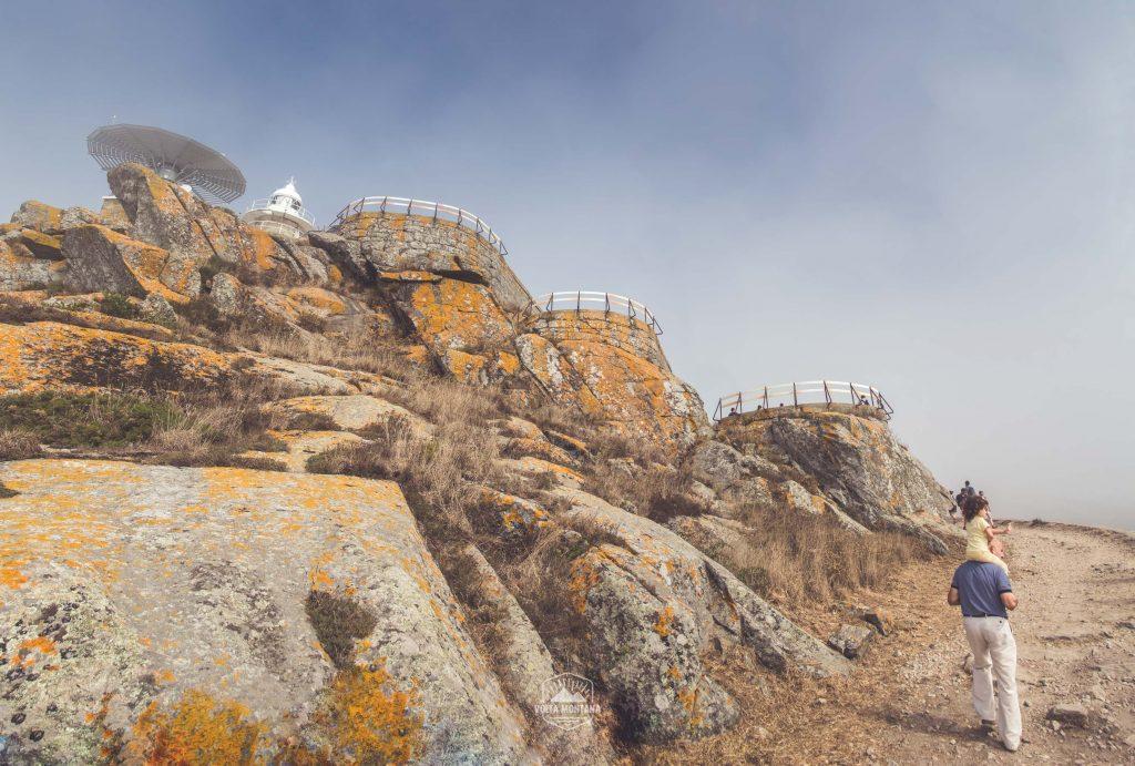 Faro de cíes, camino empedrado