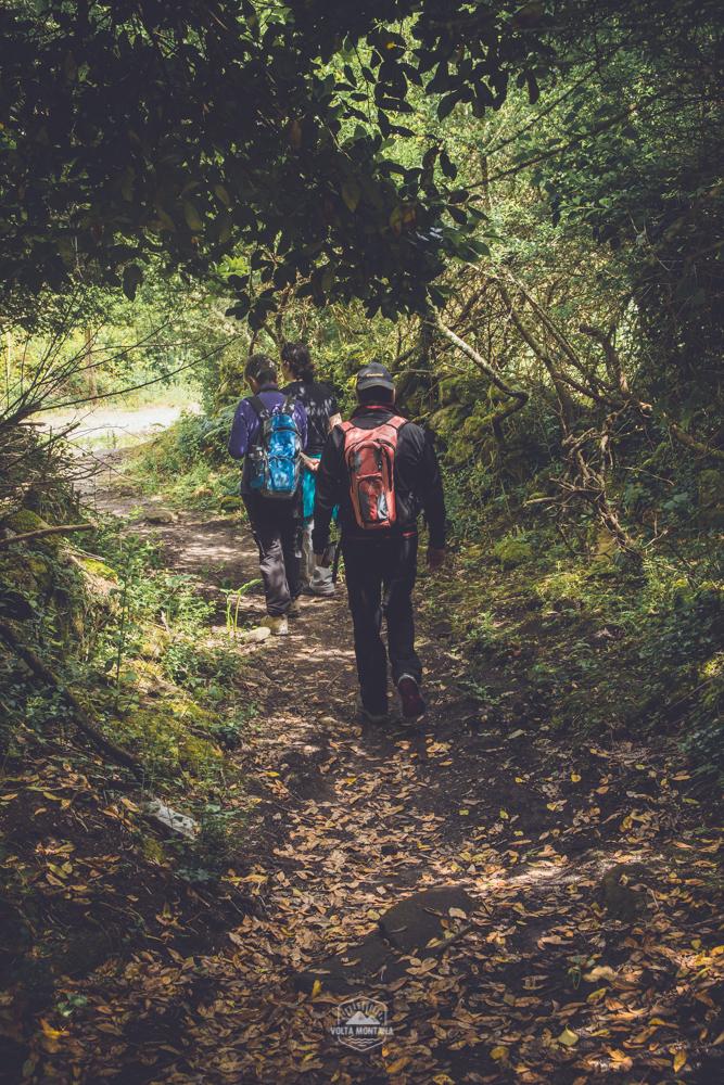 El senderismo mejora nuestra salud.